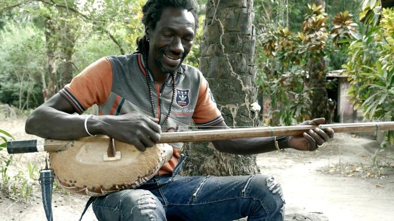 Watcha plays Basungouté Jola akonting music from Senegal