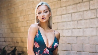 BIG BOOBS PORNSTAR LINDSEY PELAS  SEXY PHOTO SHOOT IN BIKINI