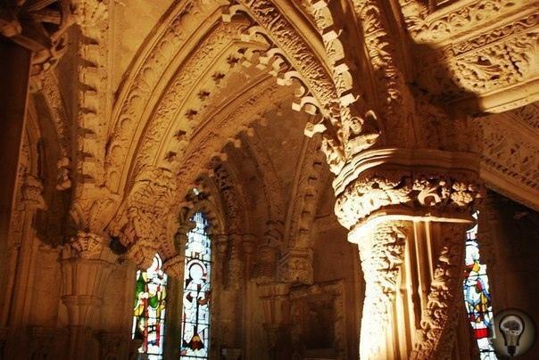 Загадочная церковь Шотландии - Рослинская капелла Капелла, находящаяся в деревне Рослин, одна из самых известных и загадочных церквей Шотландии. Тайны, которые хранит эта небольшая часовня,