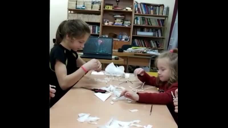 Наши девчонки сегодня мастерили балерин 🙌🩰Куколки получились хрупкими и воздушными А вдохновлялись мы музыкой Петра Ильича Чай