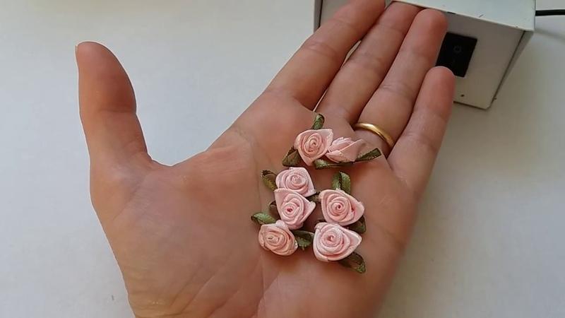 Florzinha de cetim rococó com folhinha