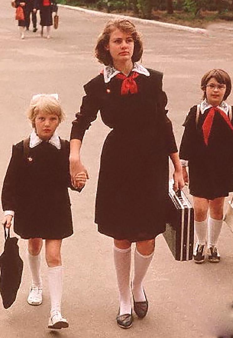 А вы бы хотели вернуть советскую форму в наши школы?