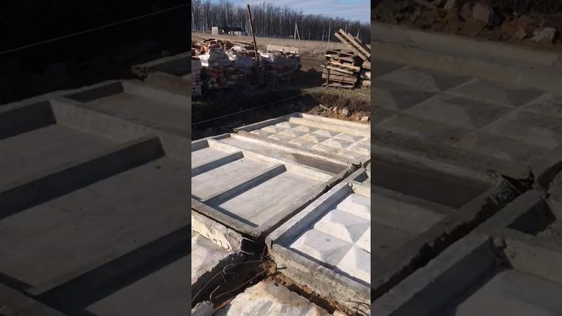Использование б у заборных плит в качестве подбетонки