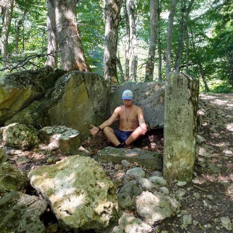 Энергетическая практика у древнего дольмена Мезмая