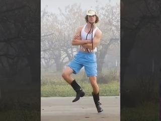 Un cowboy qui danse sur la chanson BoneyM - Rasputin