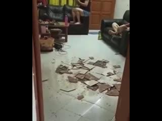 Когда плитке надоело просто так лежать)