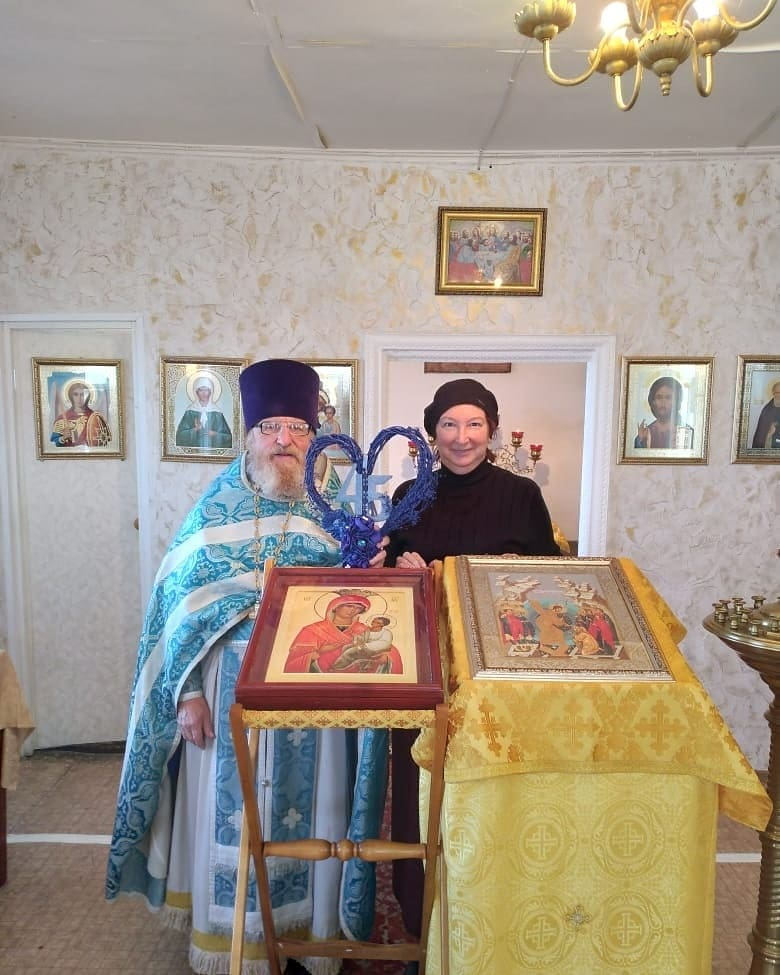 Прихожане храма Рождества Христова села Оркино поздравили священника Алексия ЗАСЛАВСКОГО и матушку Ирину с 45-летием супружеской жизни