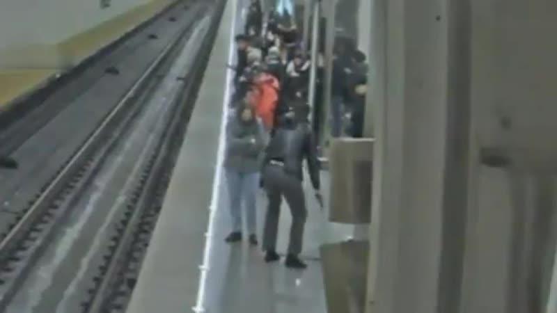 Слабоумное Дитя гор стреляет в пол метро Москвы смотреть онлайн без регистрации