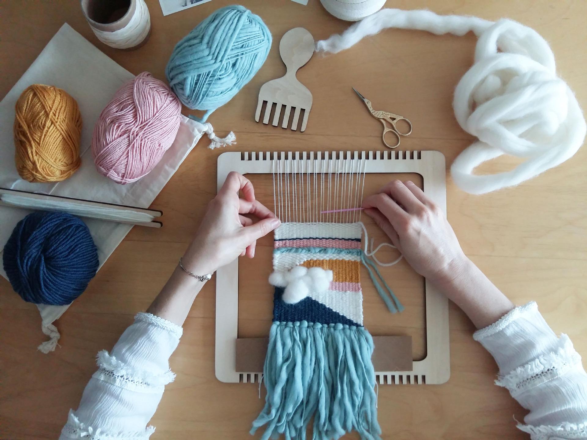 Деревянный ткацкий станок -