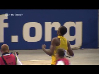 Усэйн Болт 100м за 9,58 мировой рекорд .