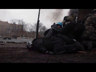 Появилось новое шокирующие видео расстрела силовиками людей в Киеве Видео стрельбы непосредственно с места событий