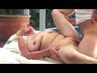 Lusty grandmas - sila lick his ass