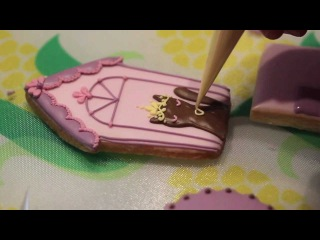 Cookie Decoration with Rosey Sugar in the Hello Kitty kitchen