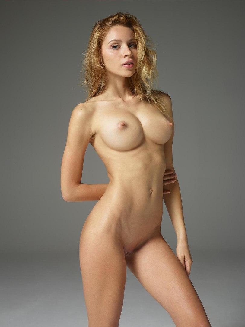 Ashley andrews big tit nude model hypnotized
