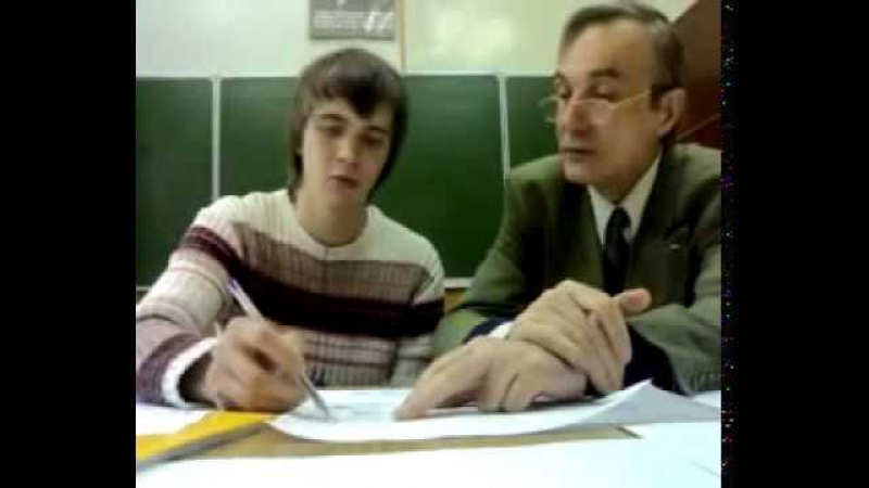 БГТУ Преподаватель по черчению учит студента уму разуму