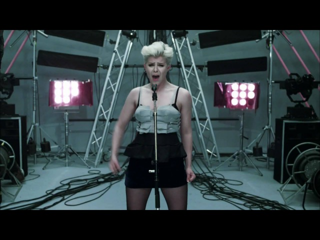 Robyn - Dancing On My Own (Official Video)