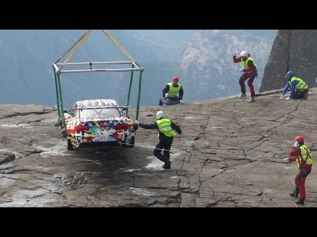 Видео Spy shots of BMW Art Car: M3 GT2 by Jeff Koons on Pulpit Rock (Preikestolen), Norway смотреть онлайн