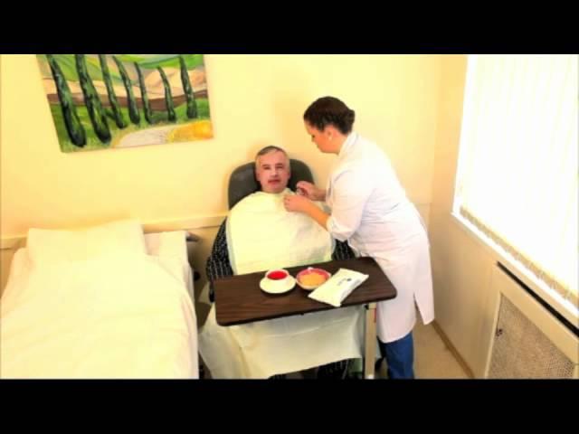 Кормление с ложки больного с инсультом