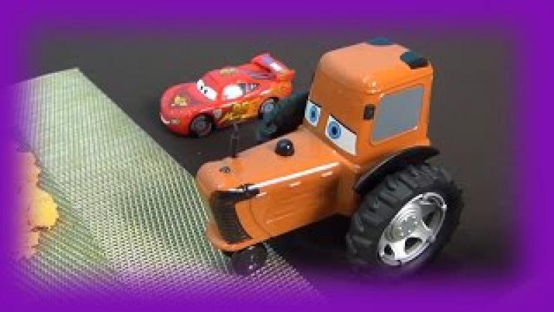 The Cars in italiano Holly Deluxe bloccata in sabbia McQueen salva Holly Giochiamo Disney Cars