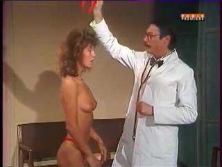 Девушка разделась и танцует у врача !!!