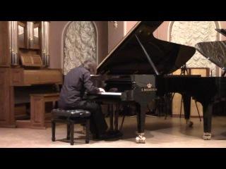 Александр Чаплинский играет Рапсодию Брамса, op. 79, № 1.