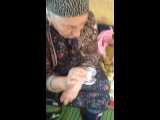 Бабуля играет спиннер [Нетипичная Махачкала]