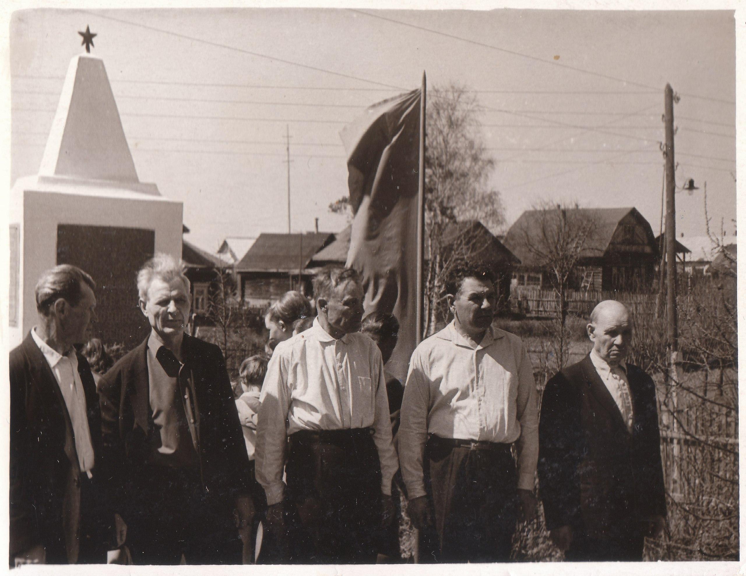 Открытие памятника в деревне Шолохово. 1965 год