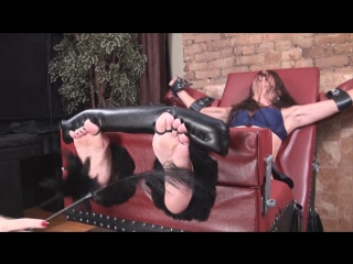 Milf Tracy tickle sensitive soles
