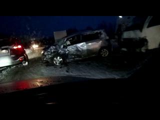 Женщина пострадала при столкновении легковушки и микроавтобуса в Анивском райо...