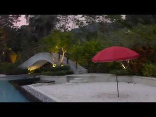 Большой бассейн отеля Найтонбури январским вечером.