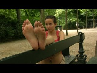 French girl feet [foot-fetish] [long toes]
