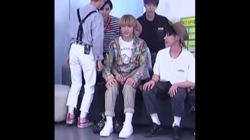 Goodnight to taeyong placing jisung on his lap only