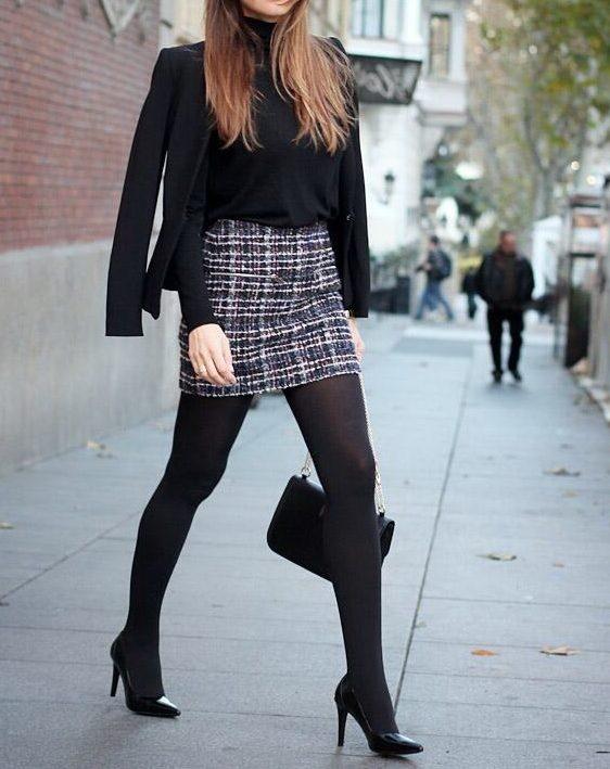 Женщина в мини юбке колготках в ботфортах фото в контакте — img 8