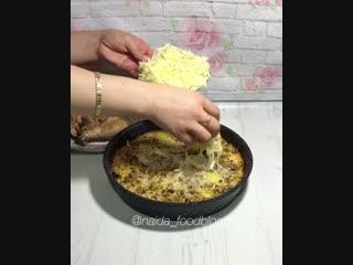 Запеченная курица с картошкой под сливочно-грибным соусом (ингредиенты указаны в описании видео)