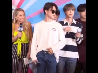 Jimin looks so good i want to bang my head against a wall
