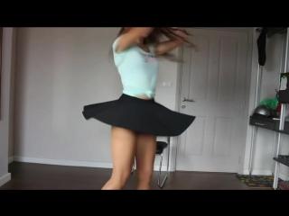 Школьница сексуально танцует и показывает попу kwai, periscope пошлое раздевается на камеру