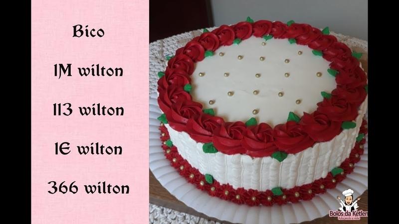 Bolo feminino chantilly vermelho rosetas vermelhas com bico 1M wilton