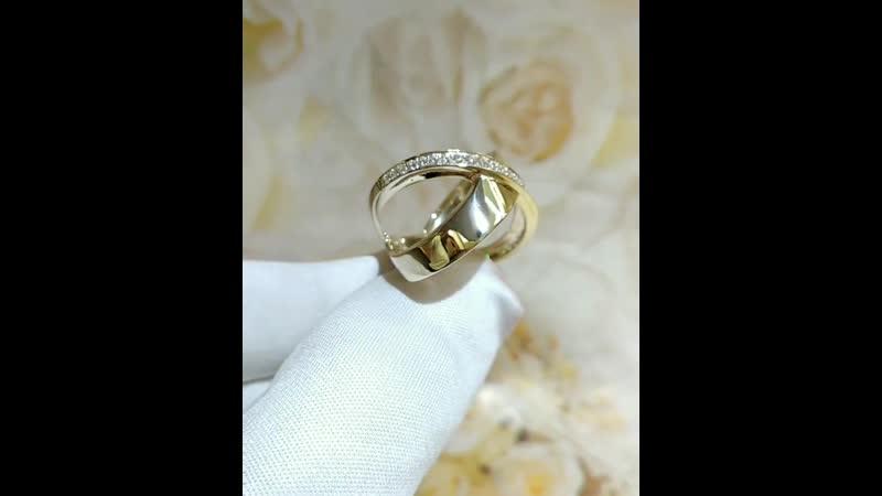 На фото💎комплект, лимонное золото 585°💎вставки фианит💎общая масса изделия кольцо 4.07 гр, серьги 3.88 гр💎размер 18 р💎це