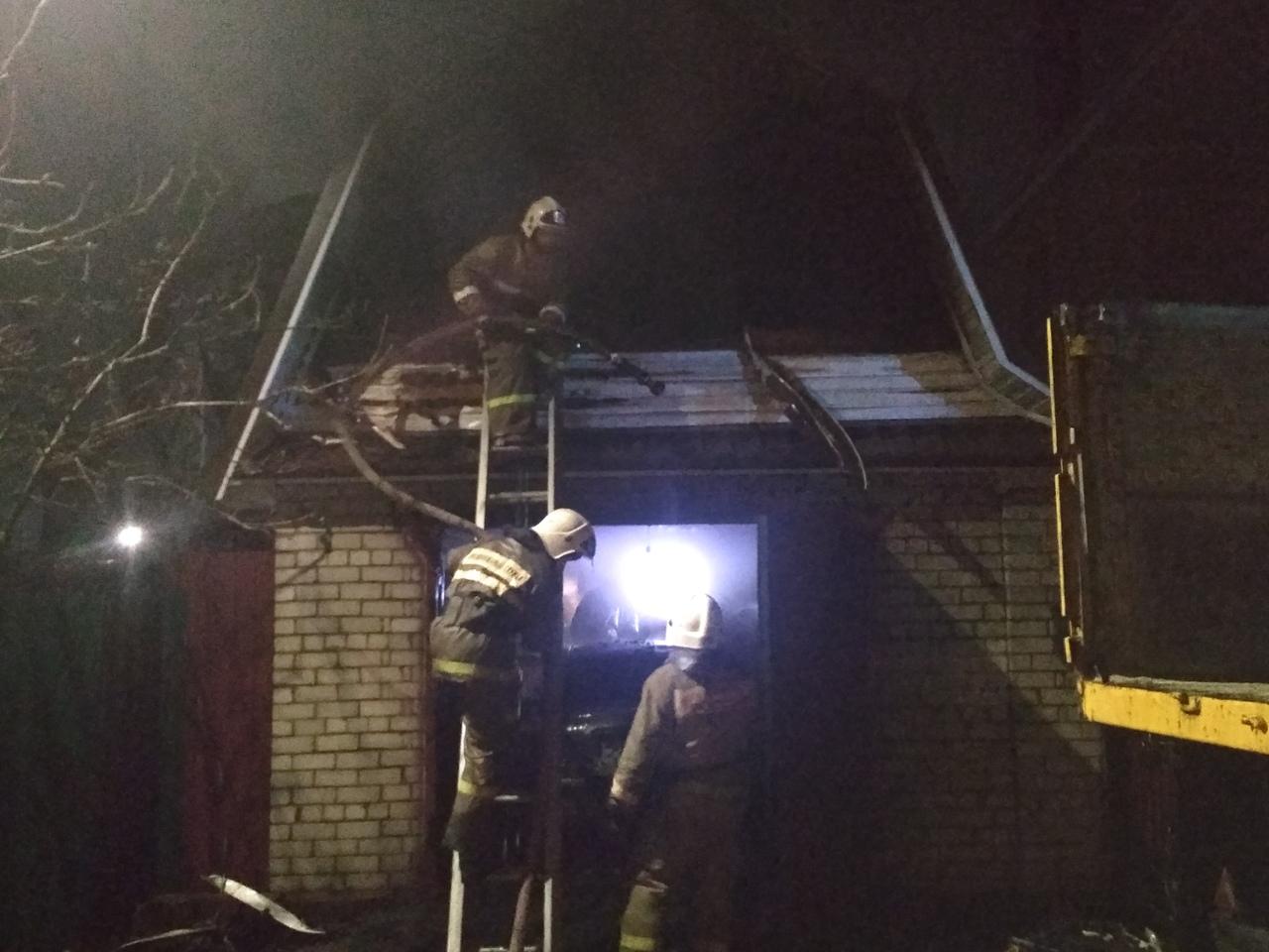 Ночью в Курске сгорел гараж. Погиб пенсионер
