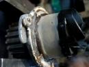 При перегреве двигателя крыльчатку на помпе проворачивает .