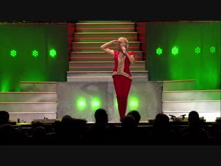50-тысячный стадион аплодировал стоя. Хелен Фишер спела русские песни в Кельне