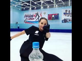 Загитова исполнила трюк на коньках для Bottle Cap Chellenge