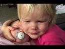 Mala djevojčica se probudila plačući,ali pogledajte šta se događa kada ju je mama vidjela sa sestrom