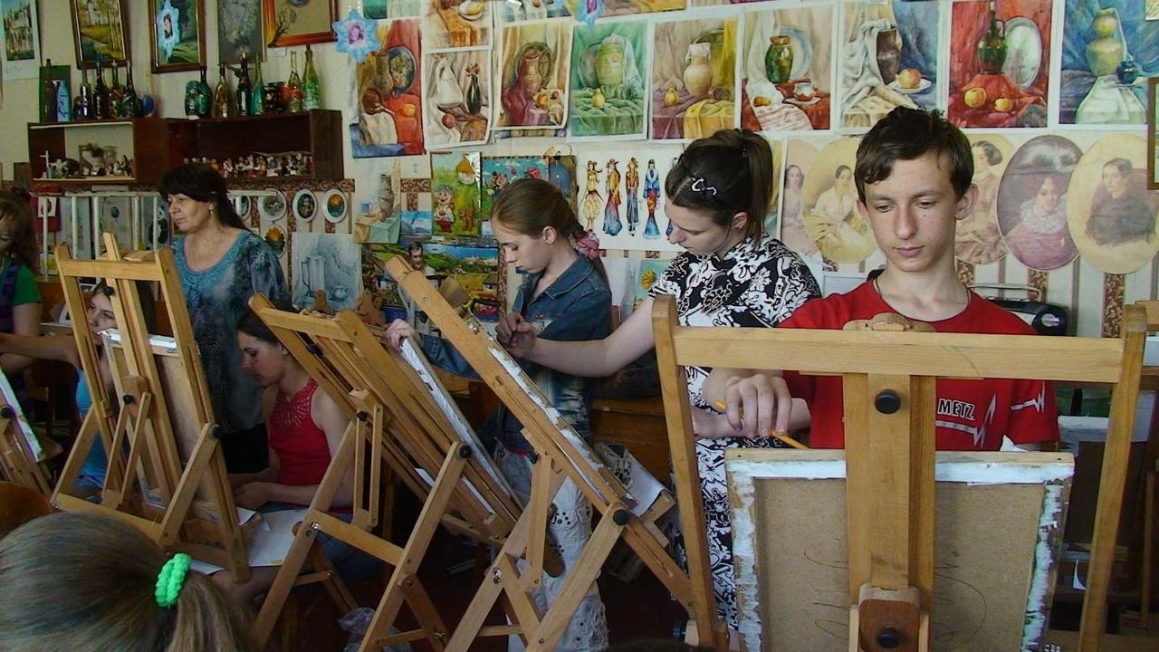 """Набор детей в НСИИ """"Цвет и линия"""""""