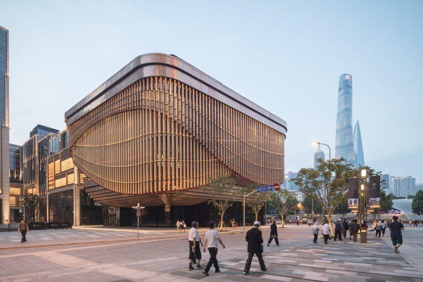 Foster   Partners и Heatherwick Studio объединились, чтобы спроектировать  пару 180-метровых небоскребов, которые стоят на пересечении старого города Шанхая и нового финансового района — финансового центра Bund .