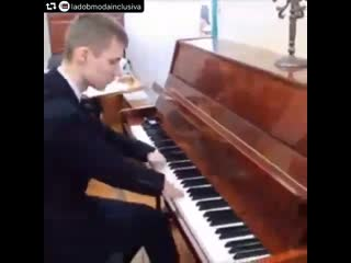 Armless pianist