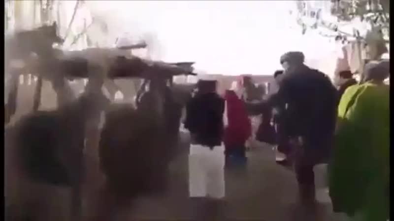 Afghanistan une petite fille mariée de force à un barbu refuse de se laisser faire