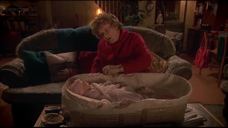 Ребёнок не спит или всё дело в батарейках Отрывок из сериала Семейка миссис Браун