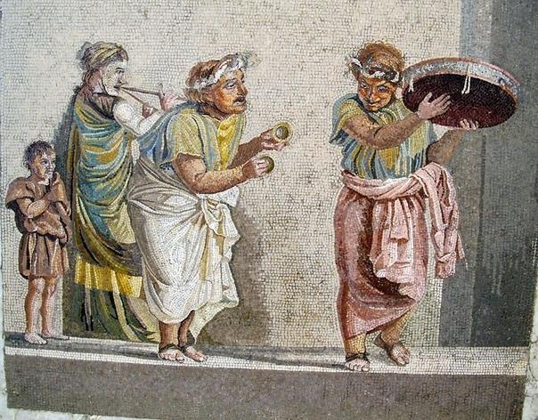 Похоронный клоун в Древнем Риме. Похоронный клоун должен был одевать вещи умершего человека, носить маску, копирующую лицо мертвеца, и танцевать на похоронах. Римляне считали, что это успокоит