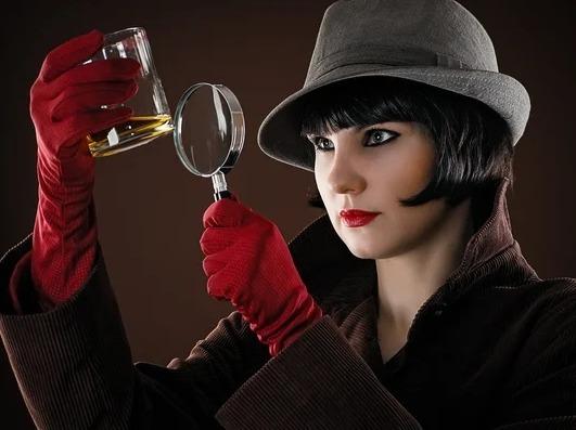 Жена вернулась с дачи. Летний детектив В любой женщине скрывается детектив. Сыщик. И когда надо он как выскочит, полетят клочки по закоулочкам. Эта история приключилась с моим старым приятелем,
